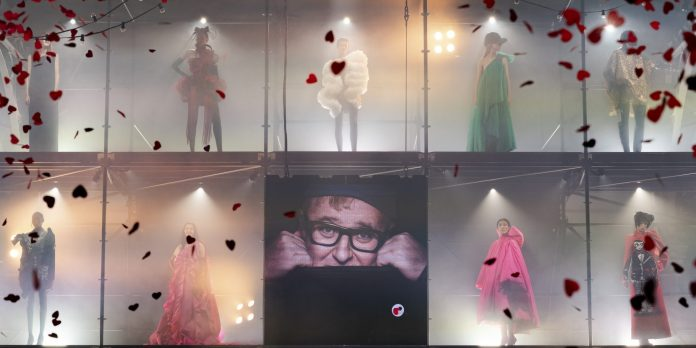 Love Brings Love: To show στη μνήμη του Alber Elbaz ήταν το καλύτερο (και πιο συγκινητικό) φινάλε για τον fashion month