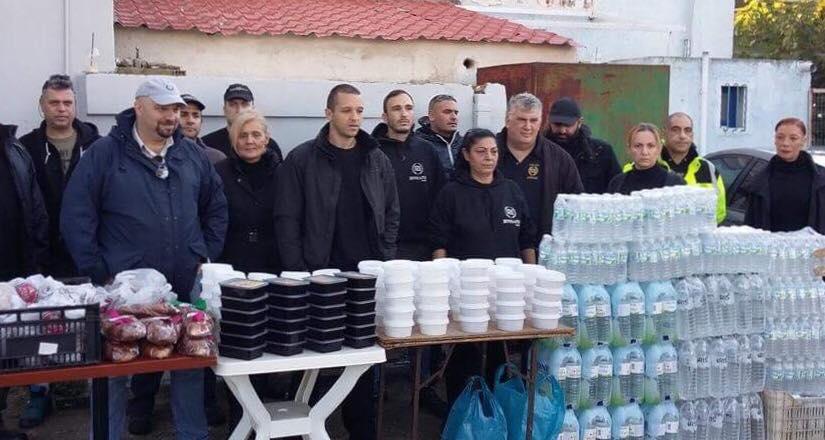 """Μάνδρα """"καρφώνει"""" κυβέρνηση: """"Μόνο η Χρυσή Αυγή μας διένειμε γεύματα, νερά και ρούχα χωρίς κρατική επιχορήγηση"""" - ΒΙΝΤΕΟ"""