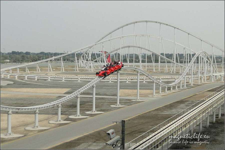 Roller coaster w Ferrari World