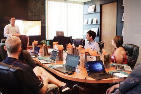 People in a meeting - grootste werkgevers Utrecht - blog