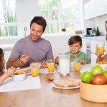 petit-dejeuner-famille-partage