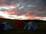 Vihar után száradnak a sátrak