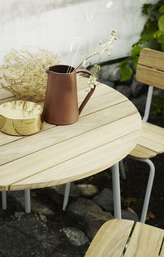 skagerak flux table and chairs