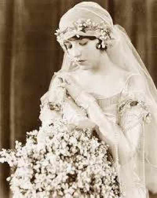 wedding veil 4 via National Vintage Wedding Fair