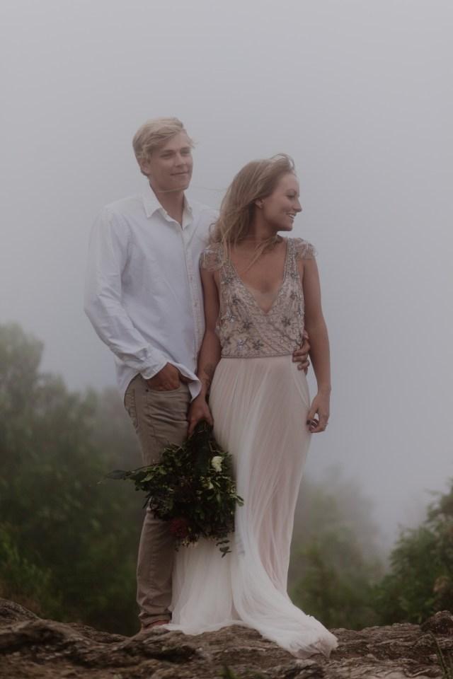 Romantic Elopement Mountain Wedding - Intimate and Minimalistic Inspiration