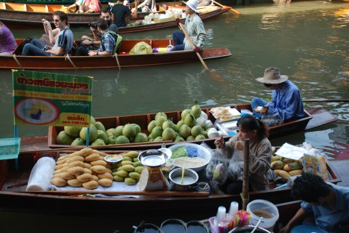 Damnoen Saduak Floating Market in Thailand Photo By: Xiquinho Silva