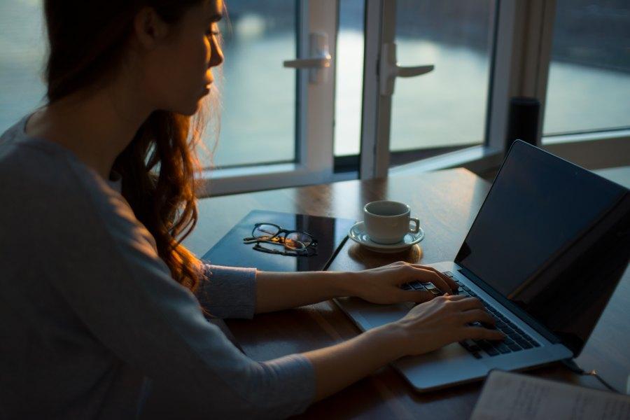 6 Digital Nomad Jobs