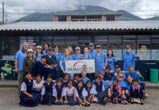 World Vets Ecuador team of volunteers