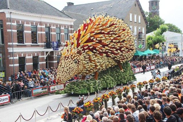7-van-gogh-flower-parade-floats-corso-zundert-netherlands-22