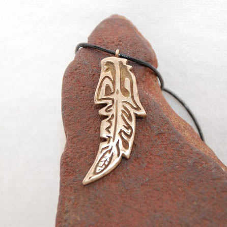 Federschmuck aus Bronze
