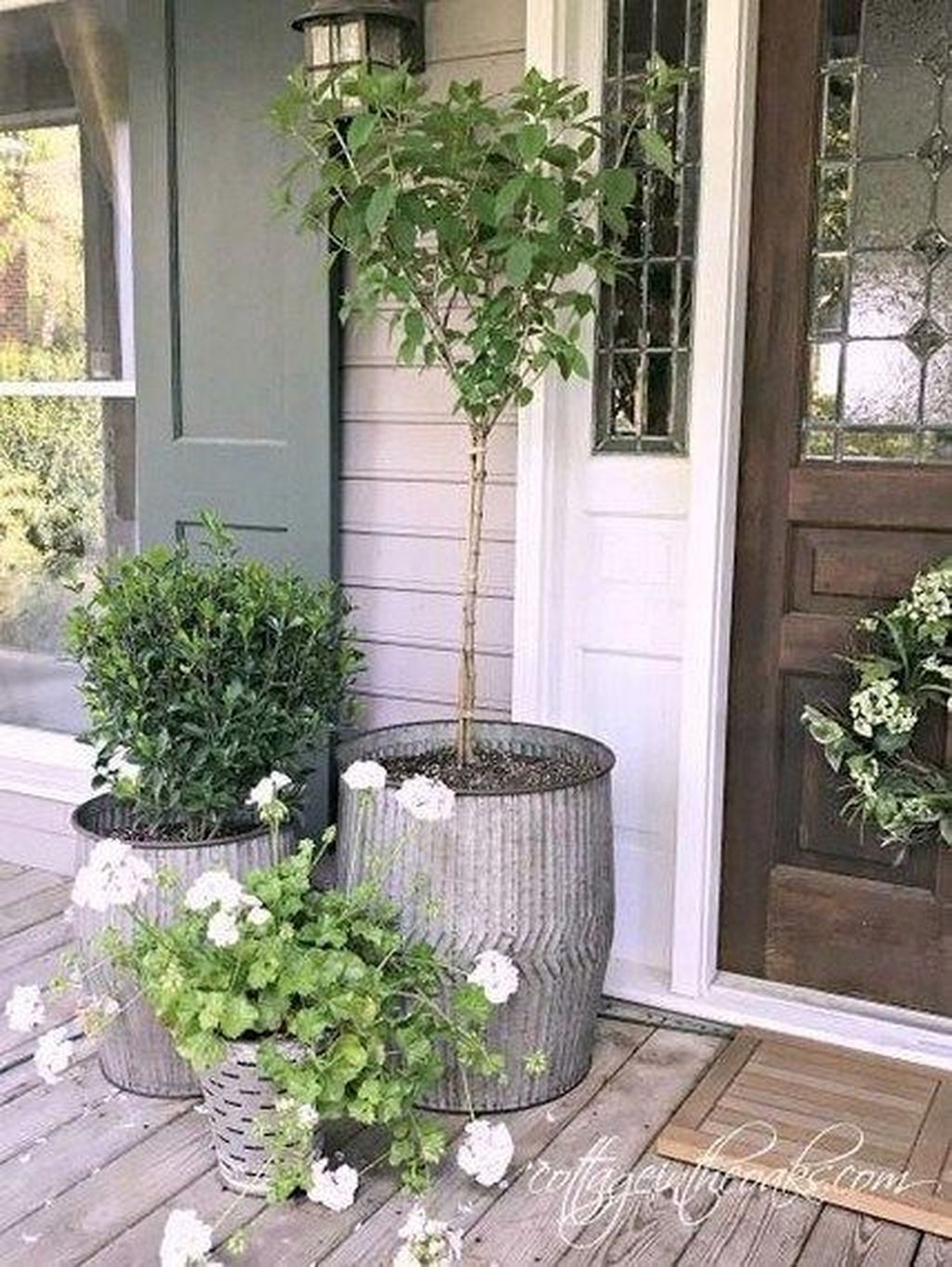 Inspiring Spring Planters Design Ideas For Front Door 18