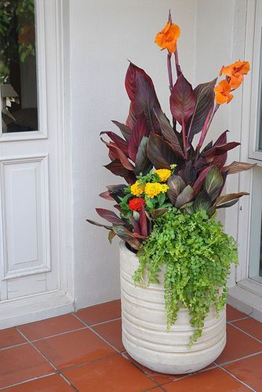 Inspiring Spring Planters Design Ideas For Front Door 24