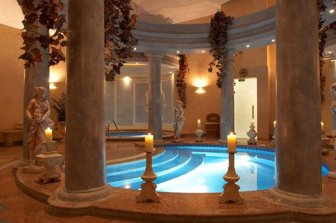 Lovely Small Indoor Pool Design Ideas 25