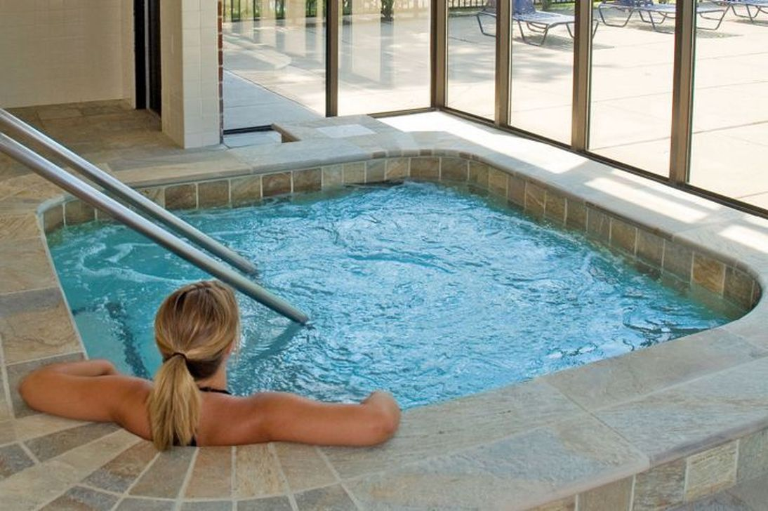 Lovely Small Indoor Pool Design Ideas 28