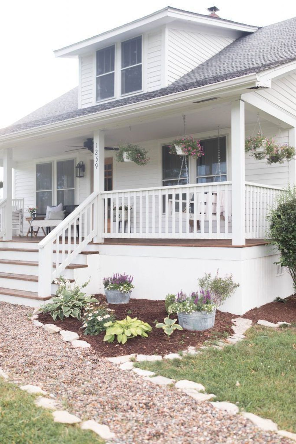 The Best Front Porch Ideas For Summer Decorating 01