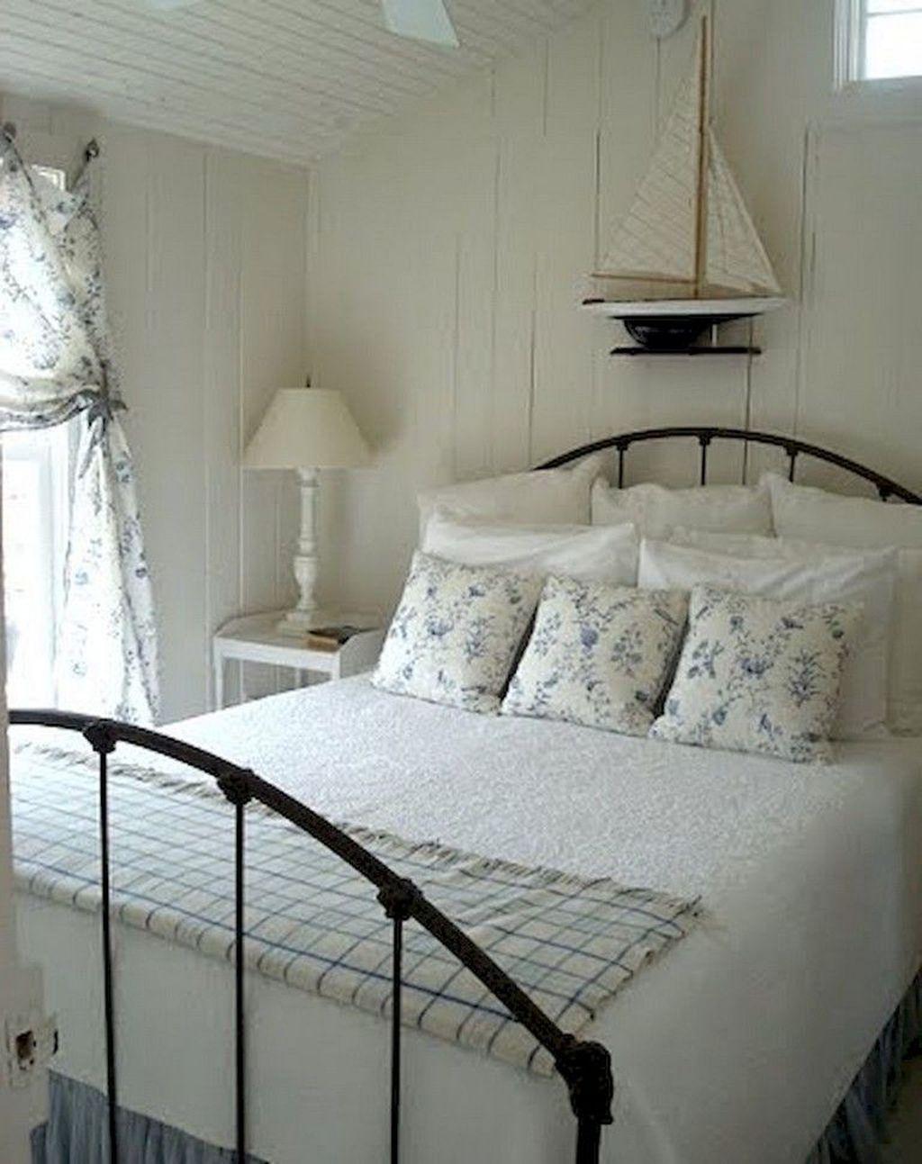 Wonderful Modern Coastal Bedroom Decoration Ideas 02