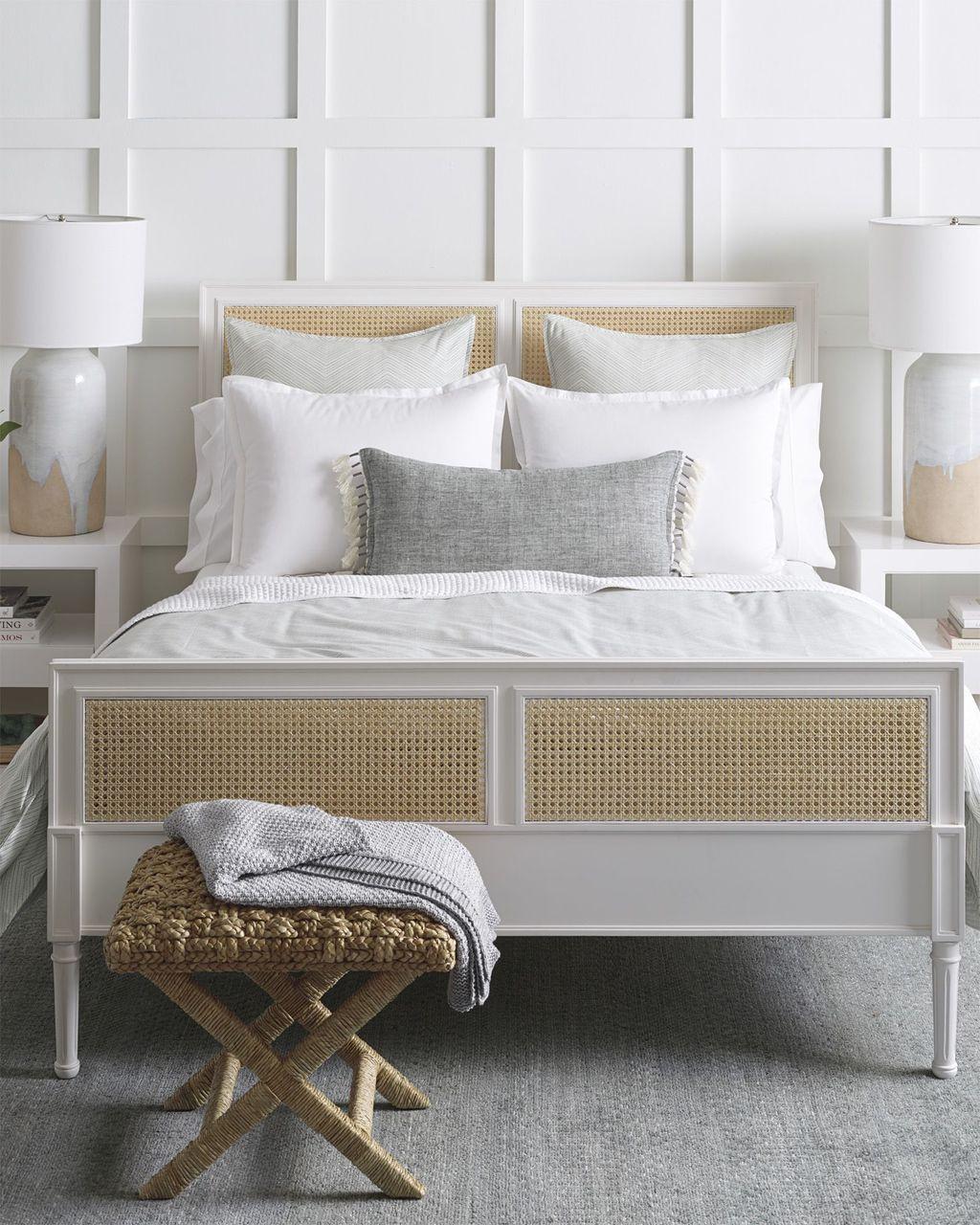 Wonderful Modern Coastal Bedroom Decoration Ideas 08