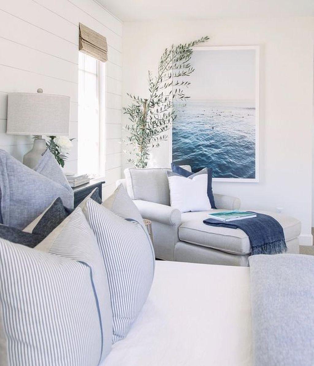 Wonderful Modern Coastal Bedroom Decoration Ideas 16