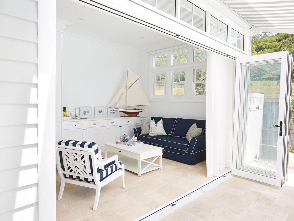 Wonderful Modern Coastal Bedroom Decoration Ideas 17