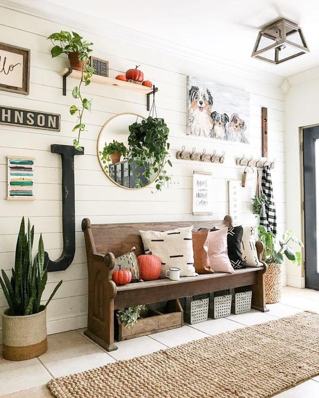 Amazing Small Entryway Decor Ideas 08