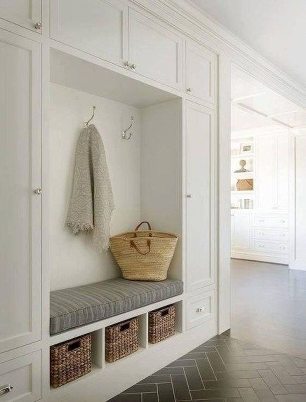 Amazing Small Entryway Decor Ideas 10