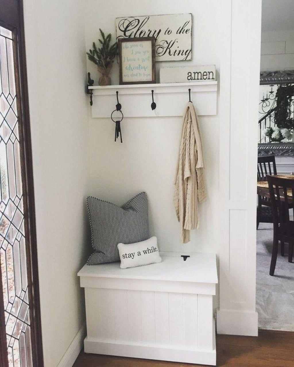 Amazing Small Entryway Decor Ideas 17