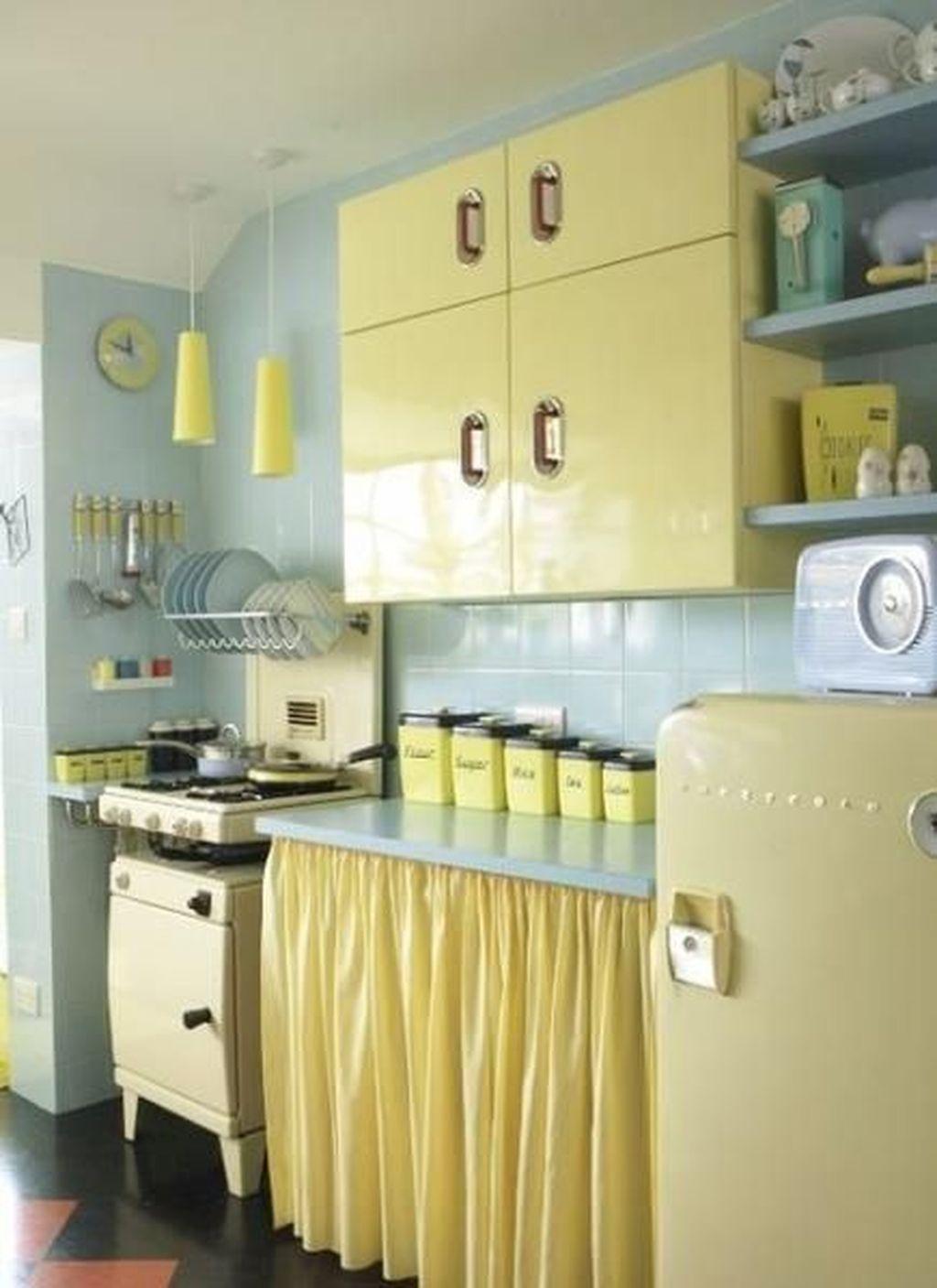 Awesome Retro Kitchen Design Ideas 02