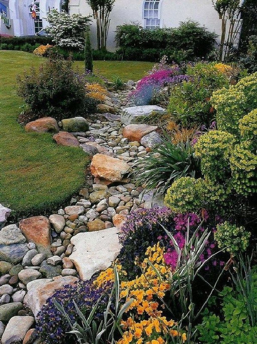 Awesome River Rock Landscaping Ideas 01