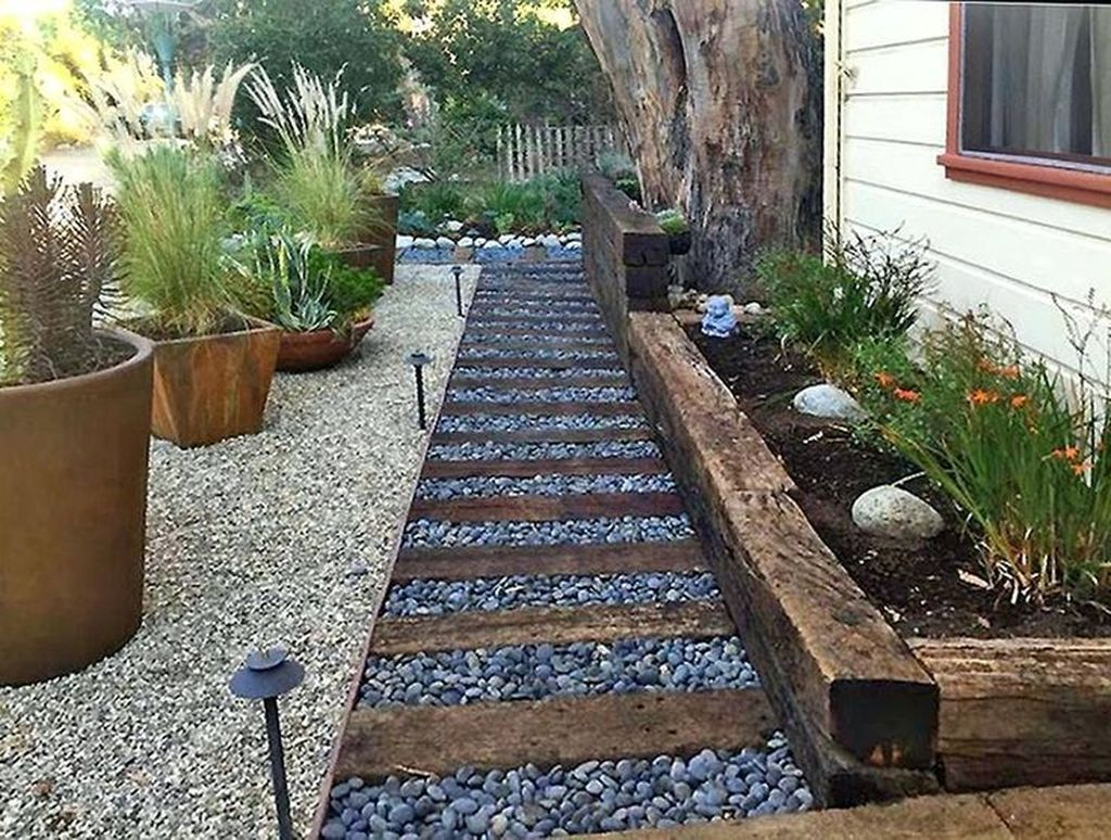 Awesome River Rock Landscaping Ideas 08