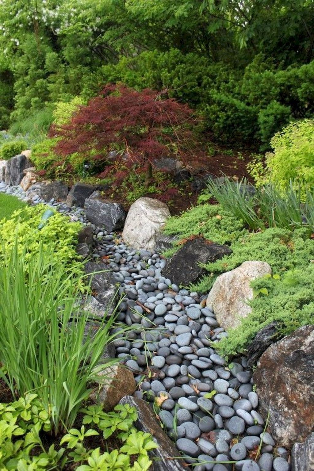 Awesome River Rock Landscaping Ideas 11