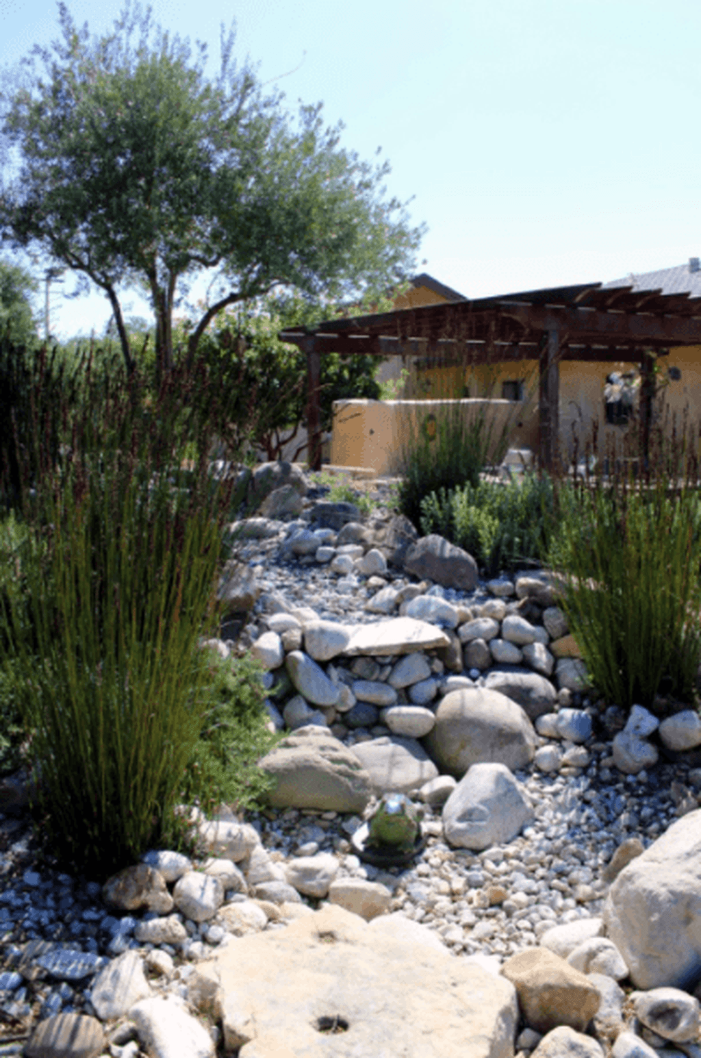 Awesome River Rock Landscaping Ideas 21
