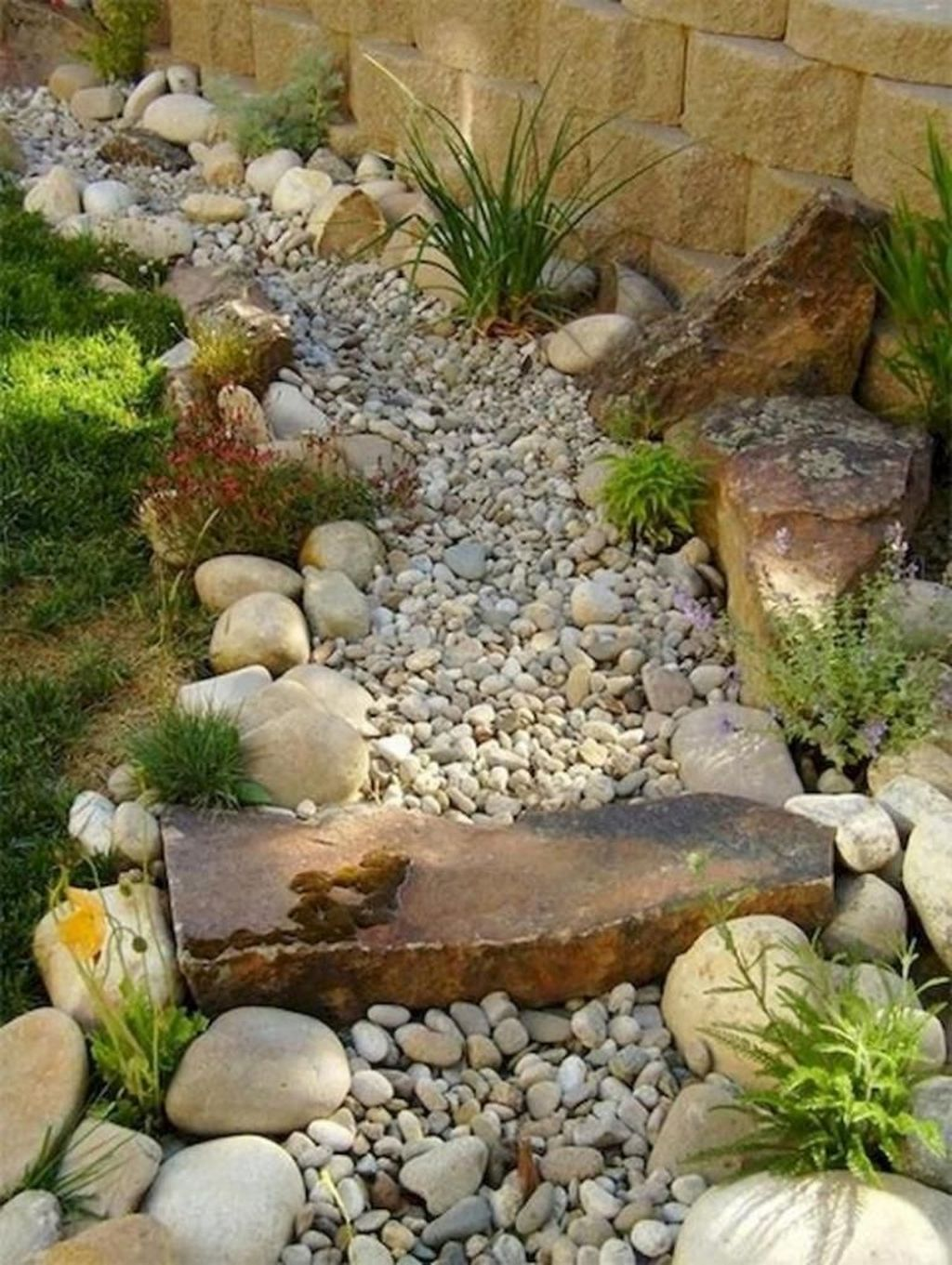 Awesome River Rock Landscaping Ideas 27