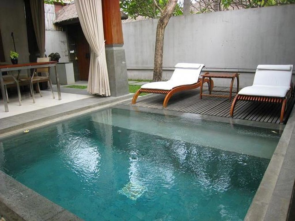 Awesome Small Pools Design Ideas For Beautiful Backyard Landscape 31