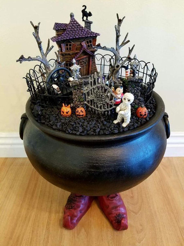 Beautiful Fall Fairy Garden Design Ideas 18