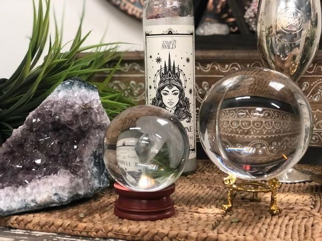 Beautiful Glass Crystal Ideas For Lovely Home Decor 20