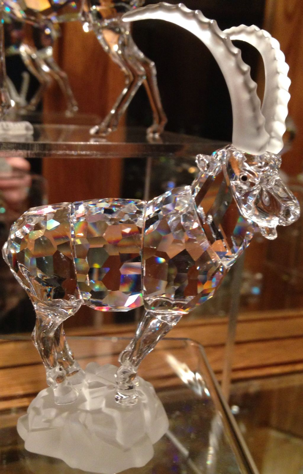Beautiful Glass Crystal Ideas For Lovely Home Decor 22