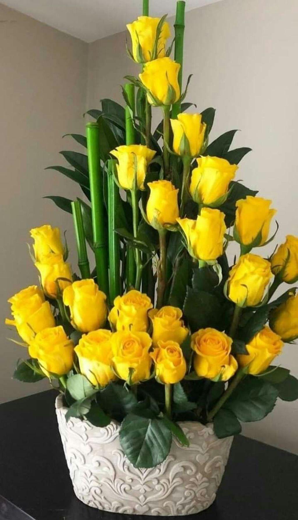 Beautiful Modern Flower Arrangements Design Ideas 01