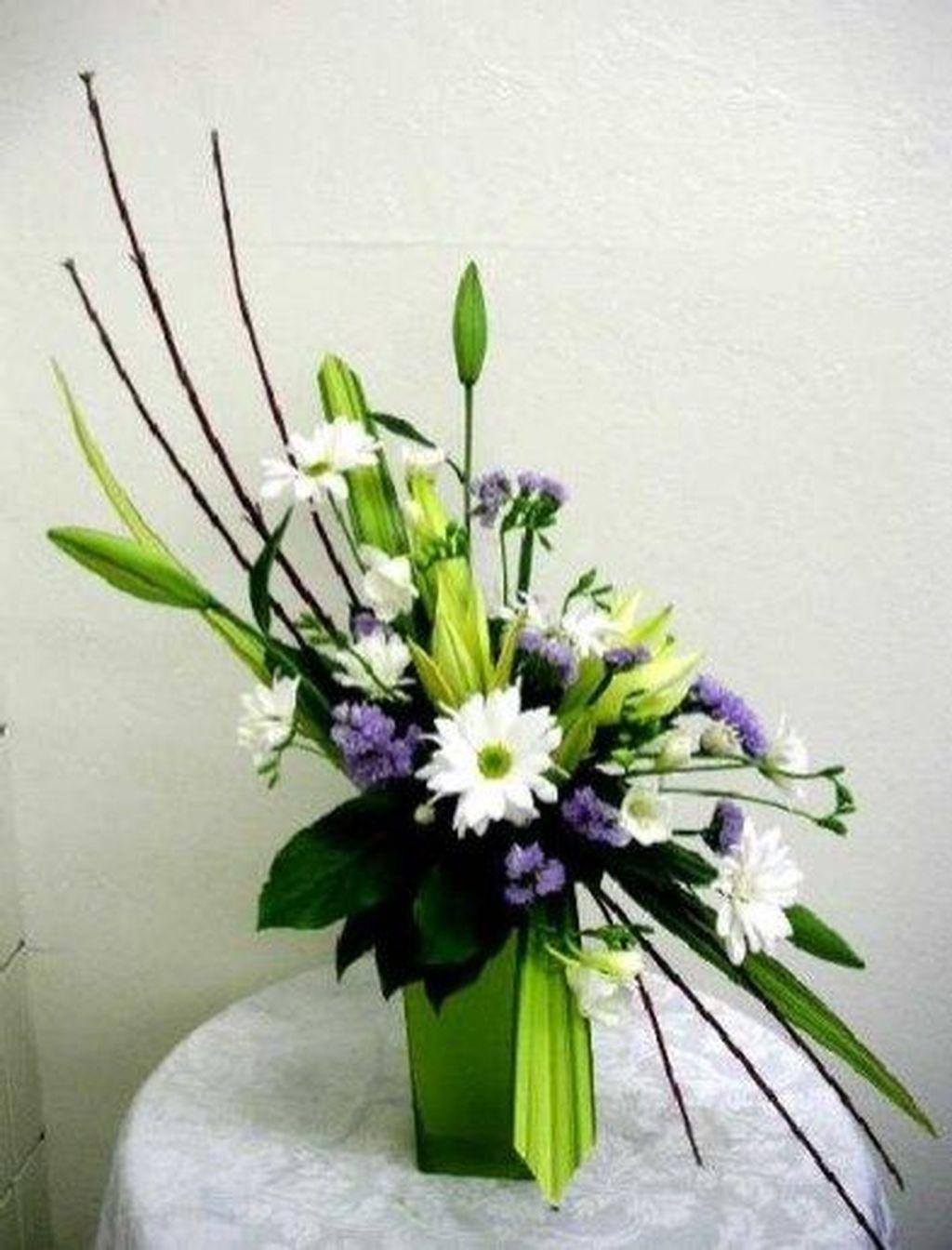 Beautiful Modern Flower Arrangements Design Ideas 05