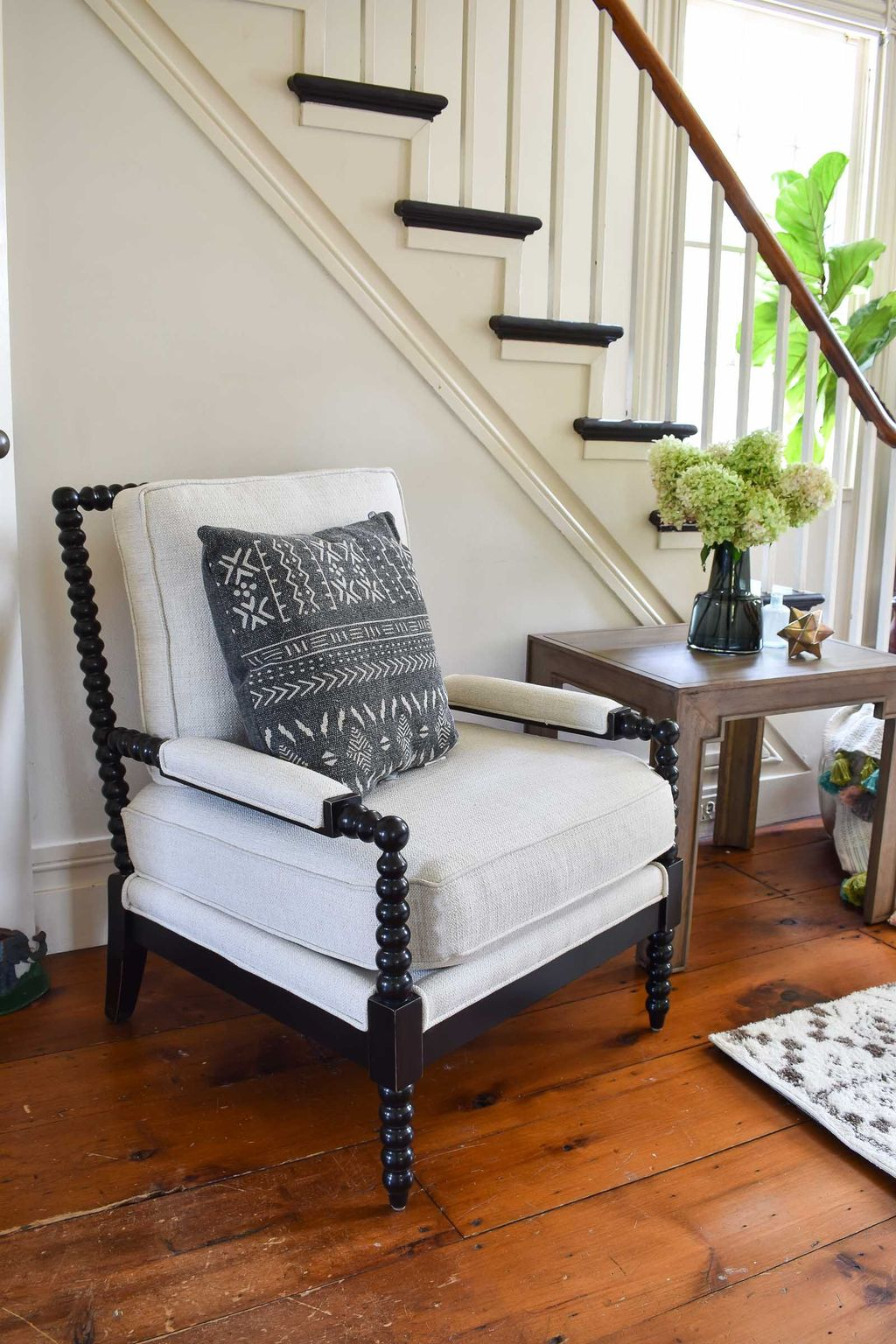 Gorgeous Comfy Chairs Design Ideas For Cozy Living Room 29