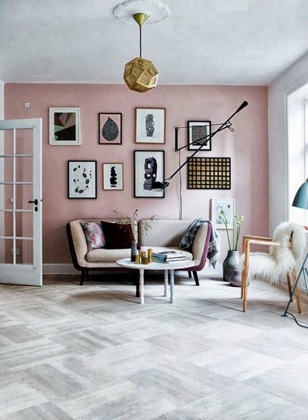 Gorgeous Pink Accent Living Room Decorating Ideas 04