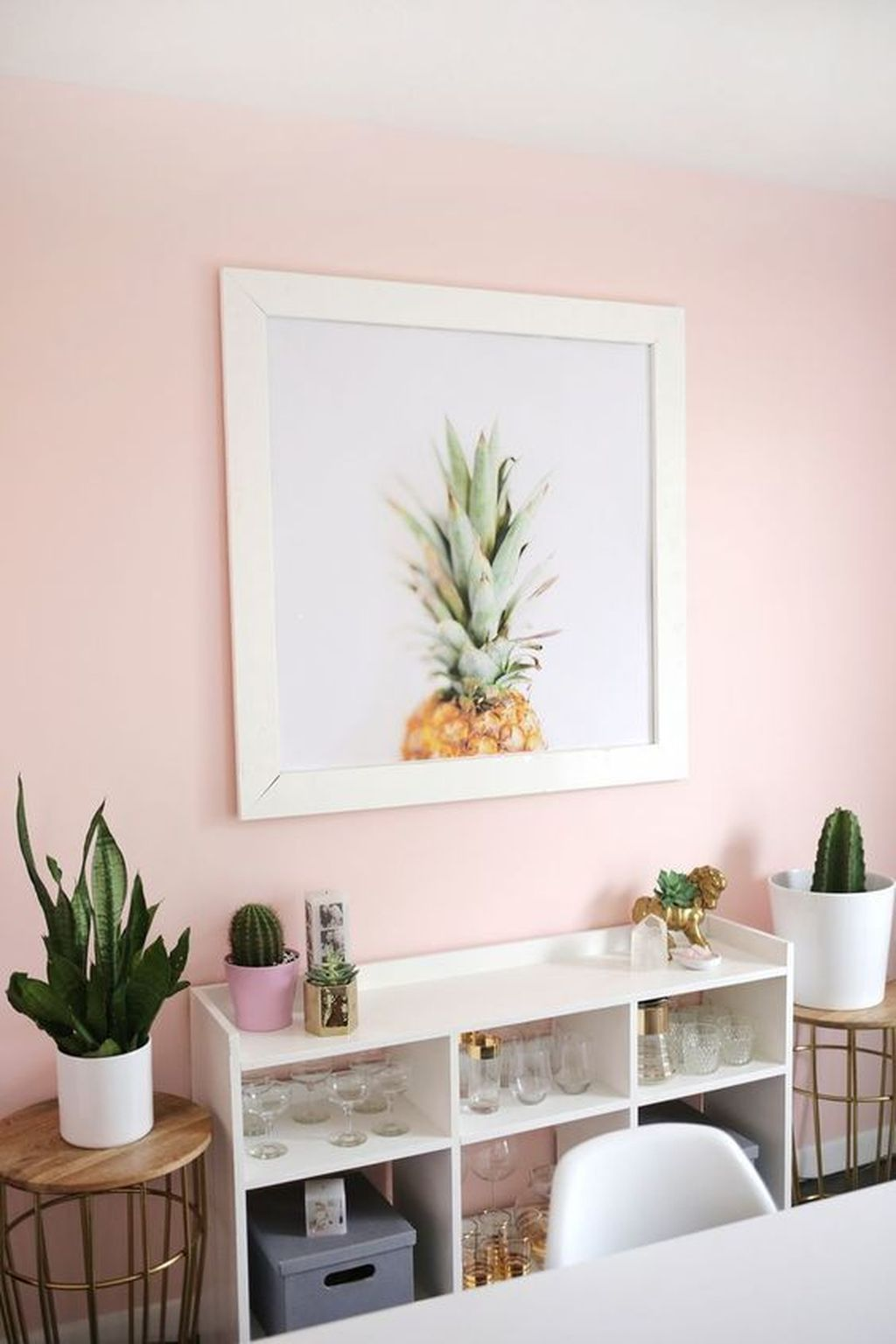 Gorgeous Pink Accent Living Room Decorating Ideas 16
