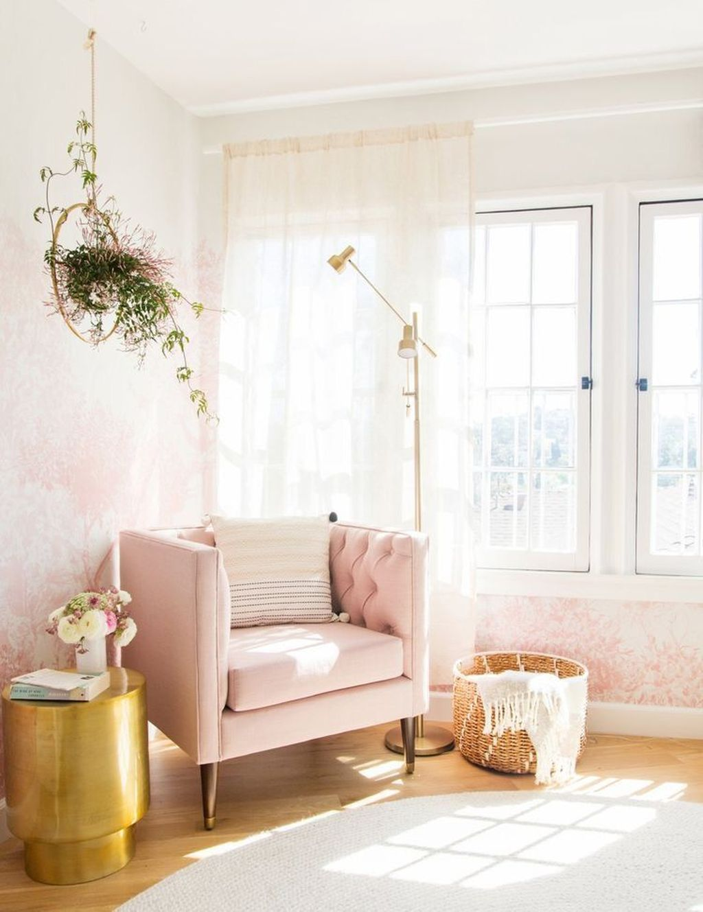 Gorgeous Pink Accent Living Room Decorating Ideas 21