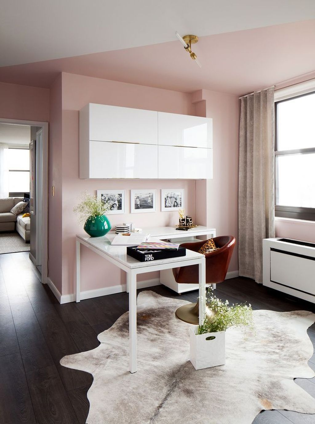 Gorgeous Pink Accent Living Room Decorating Ideas 25