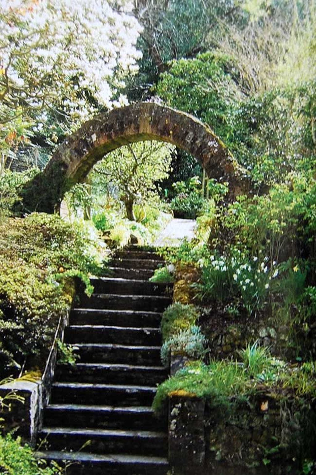Incredible Heavenly Moon Gate Design Ideas 28