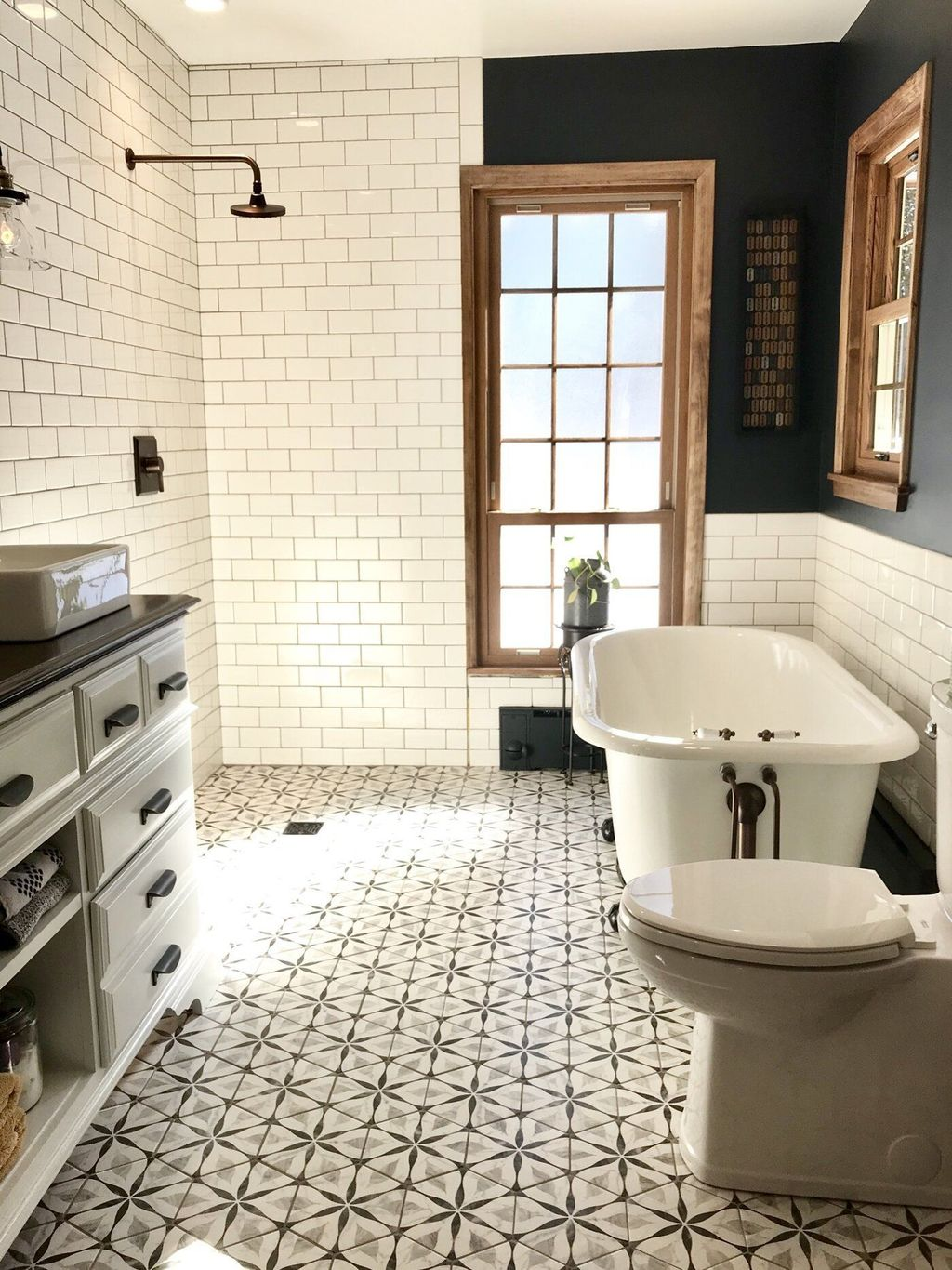 Inspiring Small Modern Farmhouse Bathroom Design Ideas 15