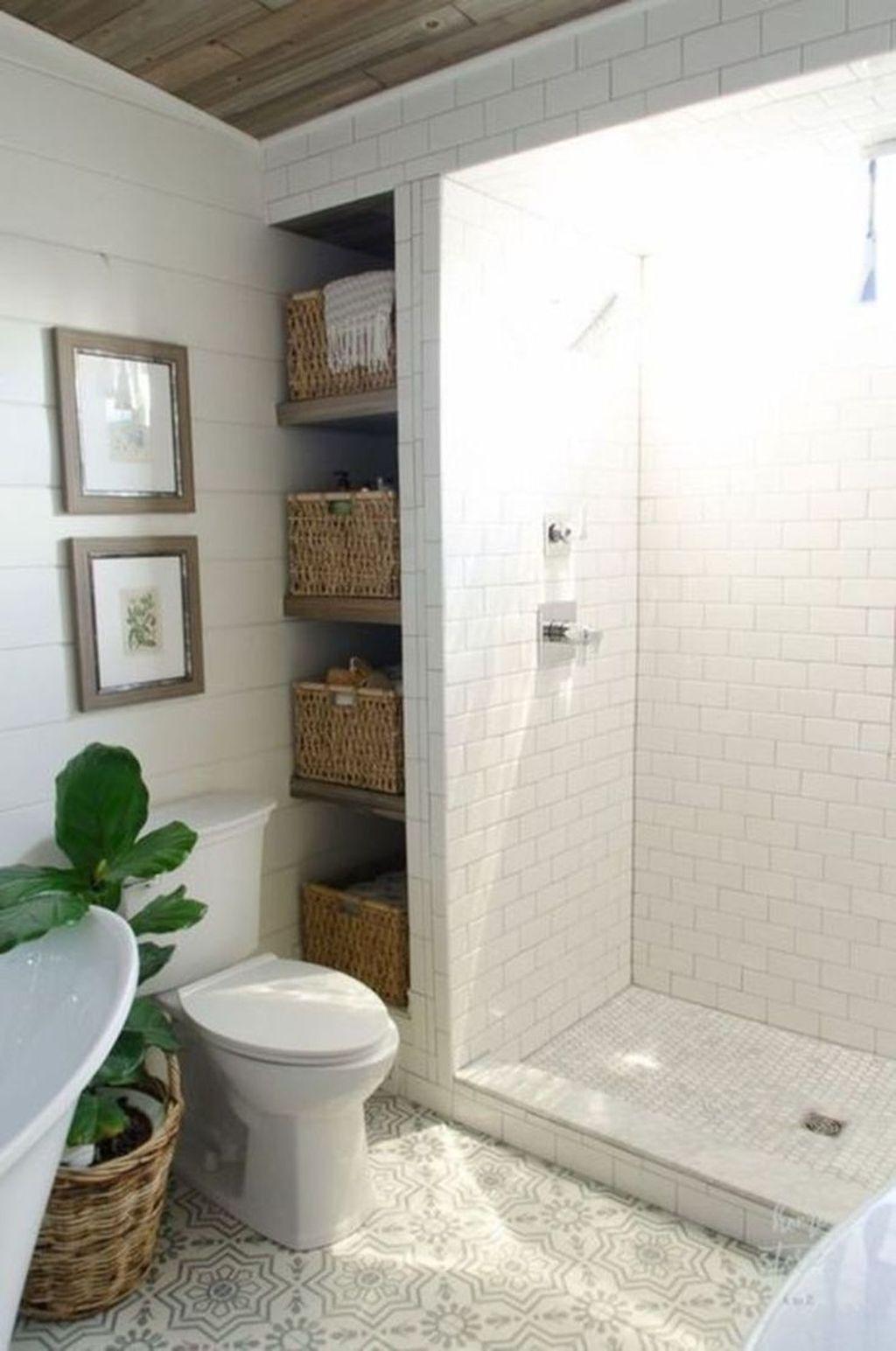Inspiring Small Modern Farmhouse Bathroom Design Ideas 17
