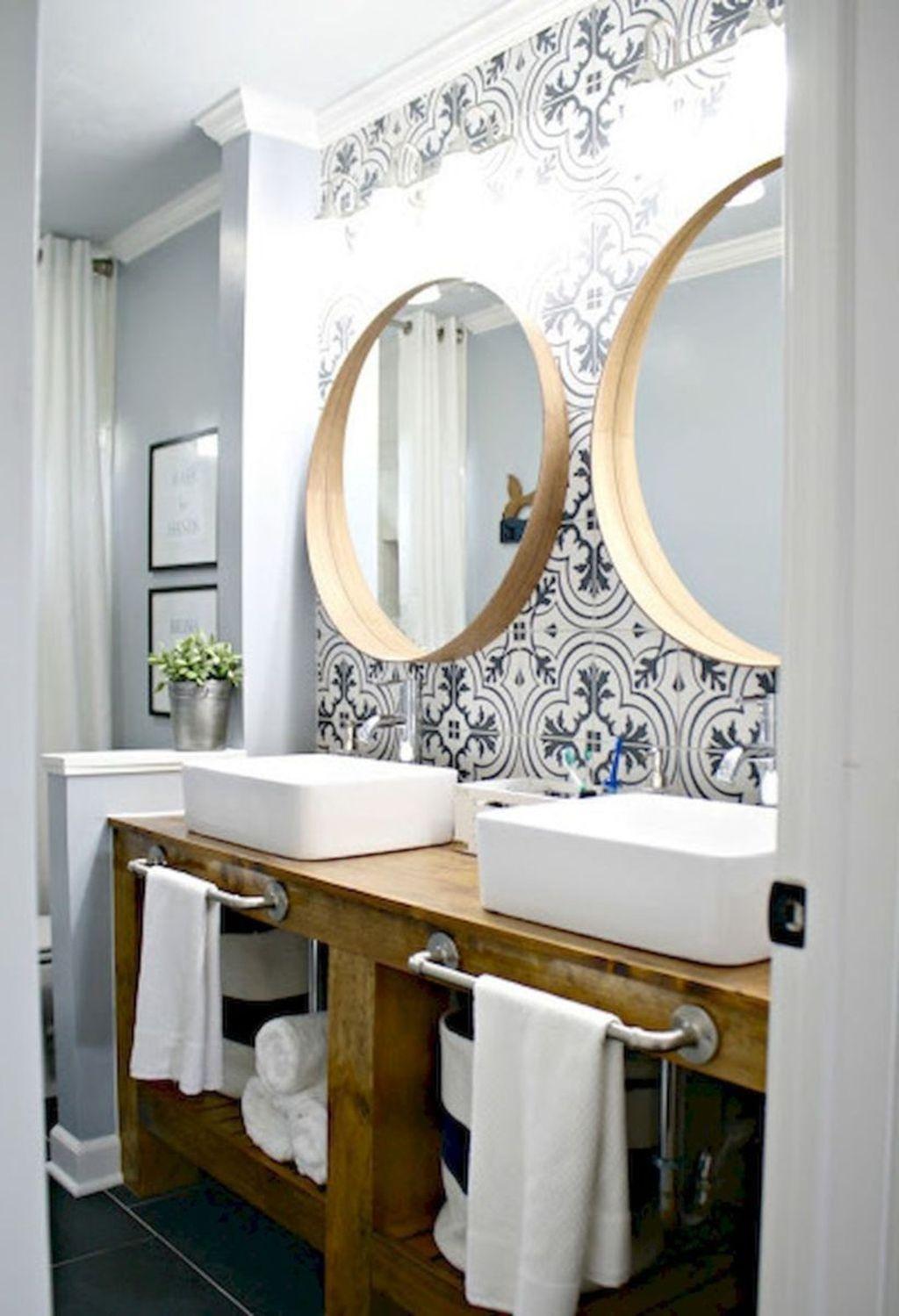 Inspiring Small Modern Farmhouse Bathroom Design Ideas 20