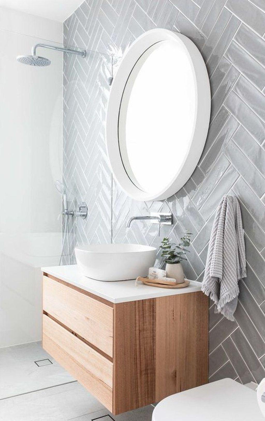 Inspiring Small Modern Farmhouse Bathroom Design Ideas 23