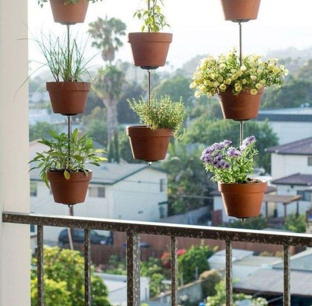 Inspiring Summer Apartment Balcony Decoration Ideas 04