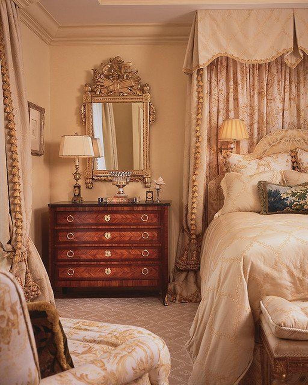 Inspiring Traditional Bedroom Decor Ideas 33